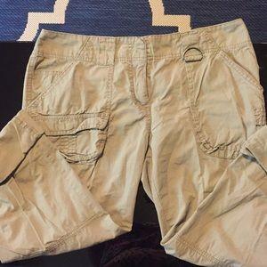 Kenneth Cole Light cargo pant/Capri size 4